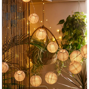 Urban Outfitters 精選節日燈飾燈具額外8折促銷