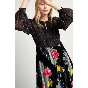 Extra 50% off sale @French Connection US
