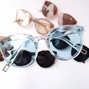 купи 1, получи 1 бесплатно на Frames & Lenses @ Glasses Shop