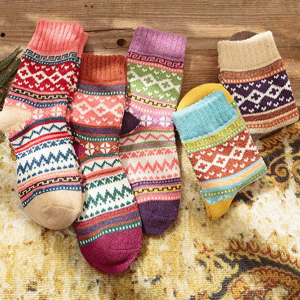 $8.99 for Womens 5 Pairs Vintage Style Winter Warm Thick Knit Wool Cozy Crew Socks @ Amazon