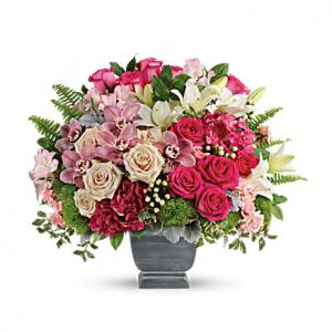 Teleflora's Grand Beauty Bouquet Standard
