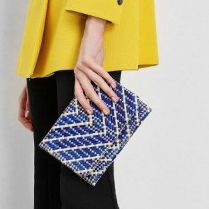 HANDWOVEN TWO-TONE BANIG FRONT FLAP CLUTCH