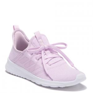 淡紫色运动鞋