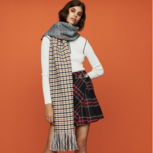 Knit scarf in plaid mix