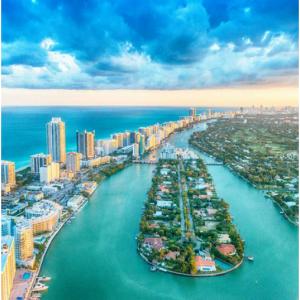 Miami, FL - 3 nights hotel + Round-trip flight $647 @Priceline
