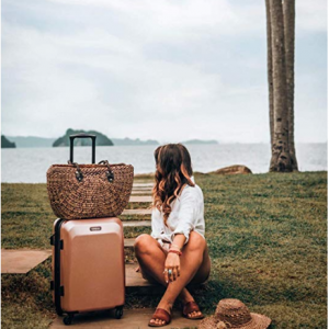 "American Tourister Moonlight Expandable Hardside 21"" Luggage with Spinner Wheels, Rose Gold@Amazon"