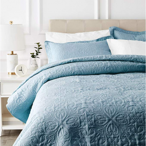 AmazonBasics Oversized Quilt Coverlet Bed Set - Full or Queen, Spa Blue Floral @Amazon