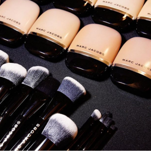 Marc Jacobs Beauty官网折扣区彩妆大促 收粉底液 化妆刷 唇膏