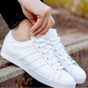 【Amazon】adidas Originals 三葉草經典款三條杠運動鞋 大童款成人可穿